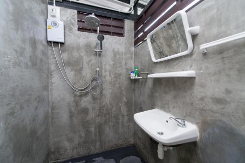 NTY Hostel Near Suvarnabhumi Airport photo 12