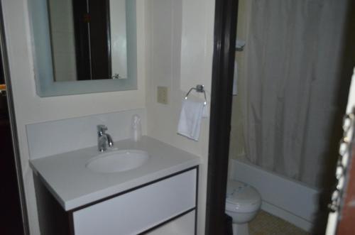 Grand Inn Motel - Moorhead, MN 56560