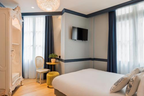 Hotel de Neuve by Happyculture