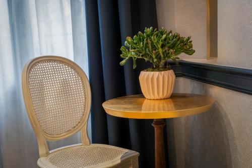 Hotel de Neuve by Happyculture photo 24