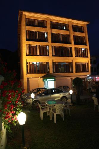 Hotel Zamrud At Dal Lake
