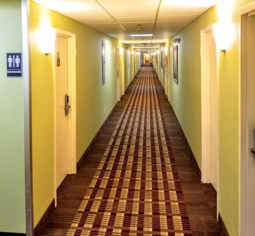 Days Inn By Wyndham Windsor Locks /Bradley Intl Airport - Windsor Locks, CT 06096