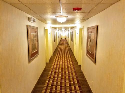 Days Inn By Wyndham Windsor Locks /Bradley Intl Airport - Windsor Locks, CT 06096