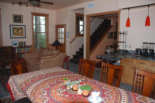Sierra Trails Inn - Accommodation - Mariposa