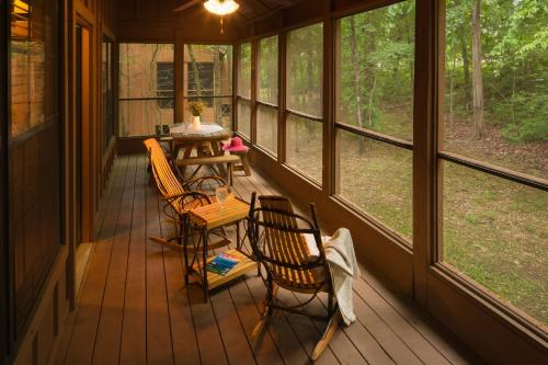 The Cabins At Green Mountain - Branson, MO 65616