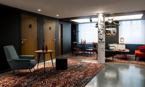 Le Général Hôtel, 5-7 Rue Rampon, 75011 Paris, France.