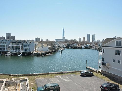 Waterfront Luxury Condo - Atlantic City, NJ 07470