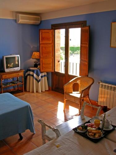 Double or Twin Room with Extra Bed Hotel La Garapa 9