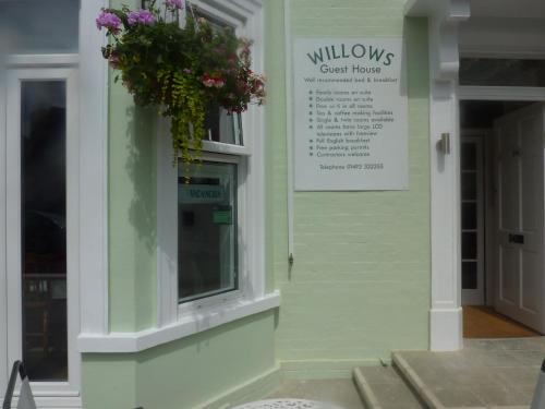 Hostal Willows Guest House 1