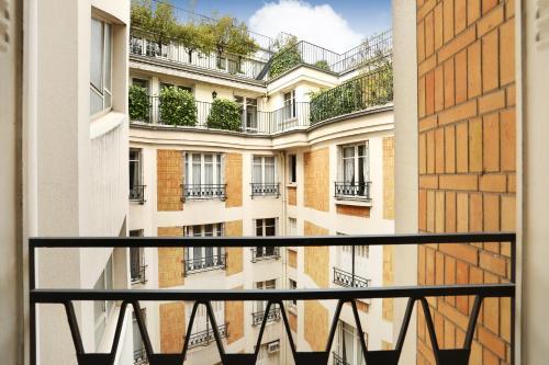 Studio Eiffel Tower - Champs Elysées photo 8