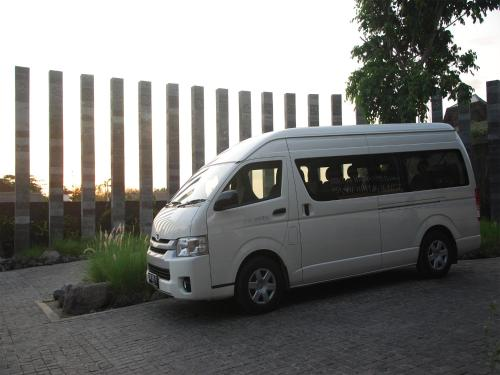 Jalan Bumbak No. 88A, Banjar Kelod Anyar, Umalas, Bali 80361, Indonesia.