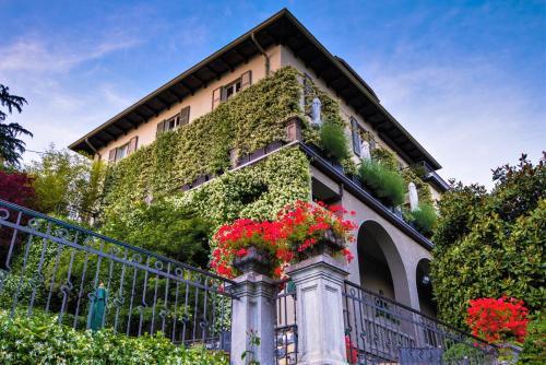 Via Caronti 7, 22012 Cernobbio, Italy.