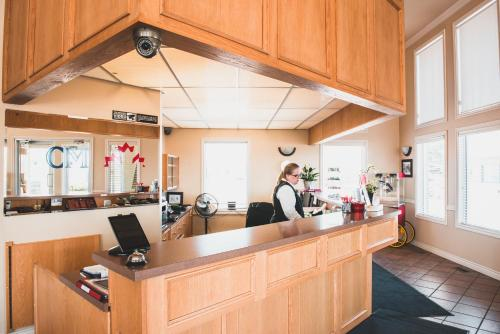 Canadian Motel North Battleford - North Battleford, SK S9A 3K2