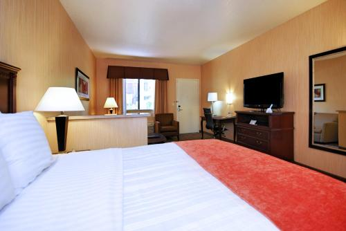 Best Western San Dimas Hotel & Suites - San Dimas, CA 91773