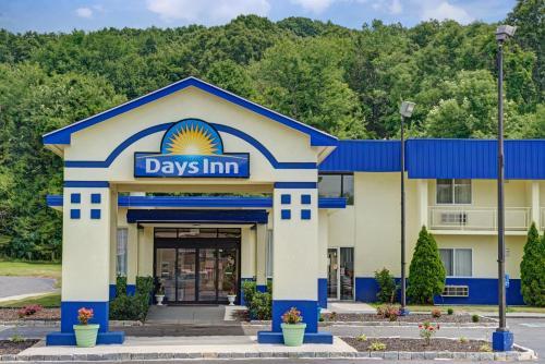 Days Inn By Wyndham Southington - Southington, CT 06489