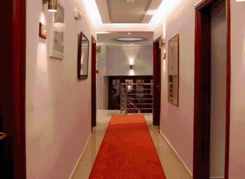 . Hotel Avra