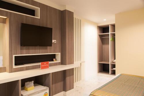 ZEN Rooms Samsen 3 photo 6