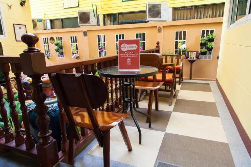 ZEN Rooms Samsen 3 photo 13
