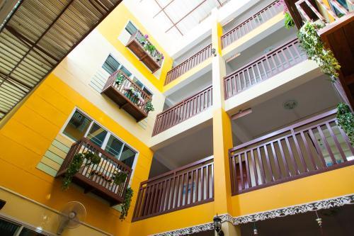 ZEN Rooms Samsen 3 photo 17