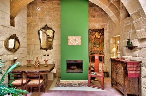 3, Triq il-Kunsill Popolari, Vittoriosa, 1131, Malta.