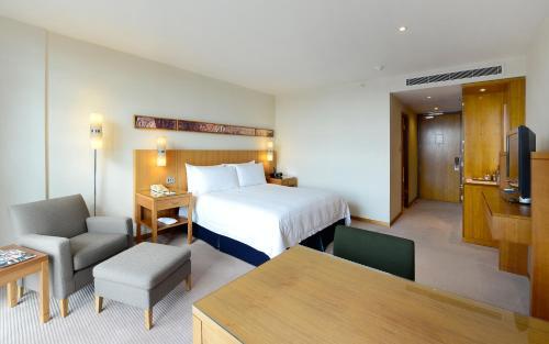 Canary Riverside Plaza Hotel photo 12