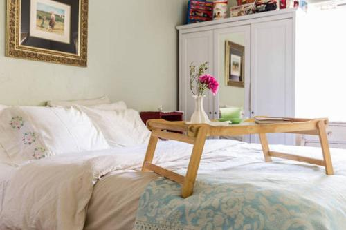 Mediterranean 4 Bedroom With Pool - North Hollywood, CA 91601