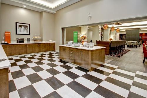 Hampton Inn & Suites - Medicine Hat - Medicine Hat, AB T1A 8E3