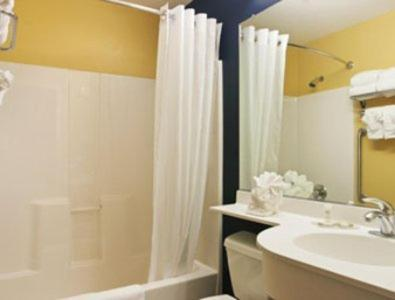 Microtel Inn & Suites By Wyndham Dickson City/Scranton - Dickson City, PA 18519