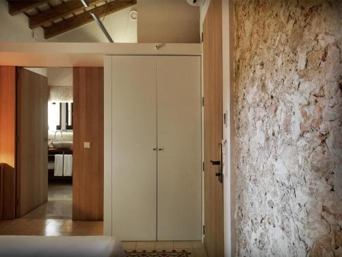 Double or Twin Room - single occupancy Mont-Sant 14