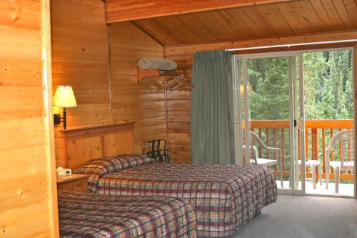 . Denali Grizzly Bear Resort