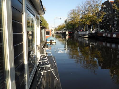 The Guest-Houseboat photo 2