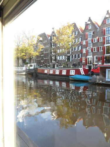 The Guest-Houseboat photo 3