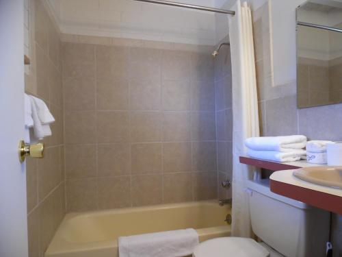 Budget Host Inn Fort Collins - Fort Collins, CO 80524