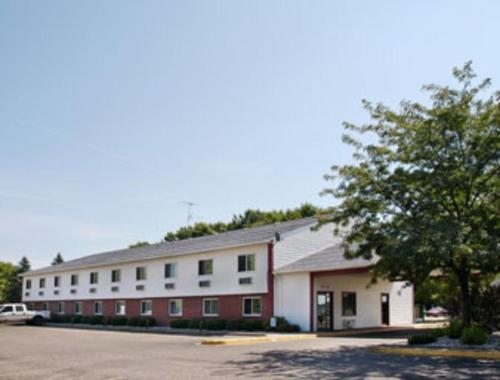 . Becker inn & Suites