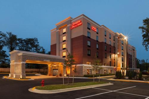. Hampton Inn and Suites Camp Springs