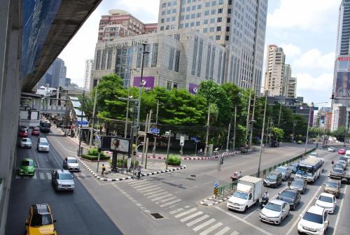 LiveItUp Asok photo 5