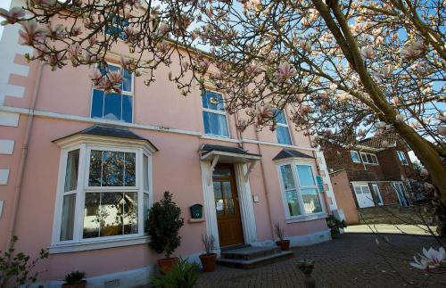 Maenllwyd Guest House (B&B)