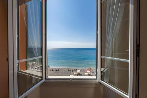 Double Room with Balcony and Sea View - Beach Package