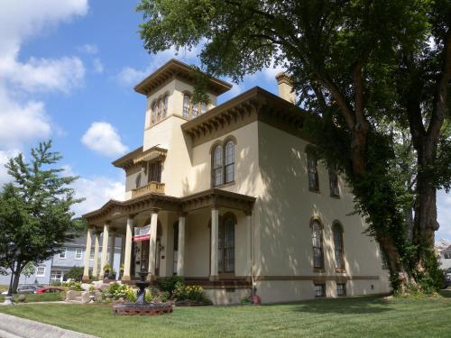 The Pepin Mansion Bed And Breakfast