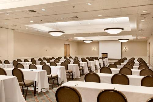 DoubleTree Hotel Bradley International Airport - Windsor Locks, CT 06096