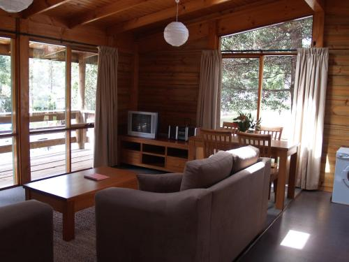 Three-Bedroom Cabin with Water View