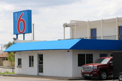 Motel 6 Delano Ca - Delano, CA 93215