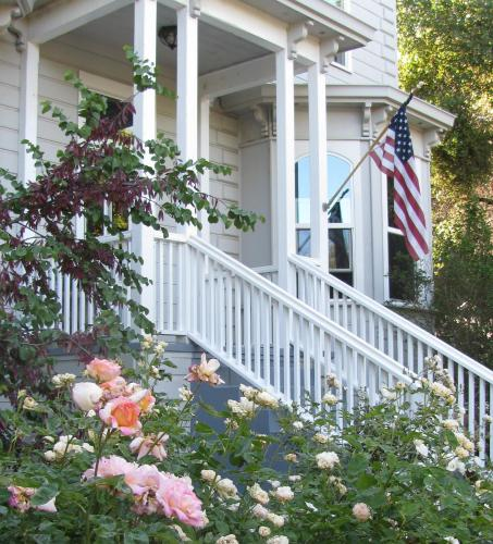 Yosemite Rose Bed and Breakfast - Accommodation - Groveland