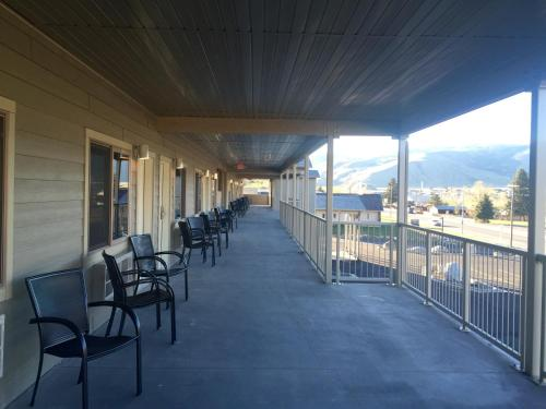 Yellowstone Big Rock Inn - Gardiner, MT 59030