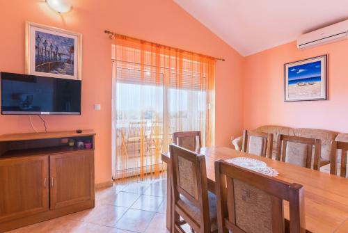 Two-Bedroom Apartment with Sea View (4 Adults + 2 Children)