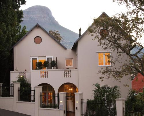 4 Rosmead Avenue, Cape Town, 8001, South Africa.