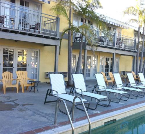 The Lafayette Hotel Swim Club & Bungalows - San Diego, CA 92104