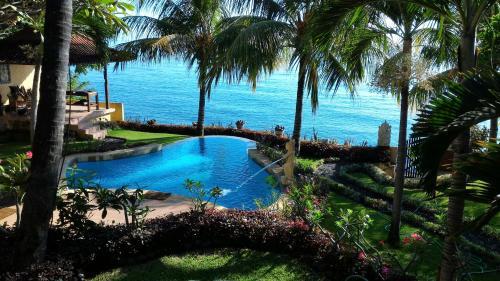. Teluk Indah Beach & Pool Villa