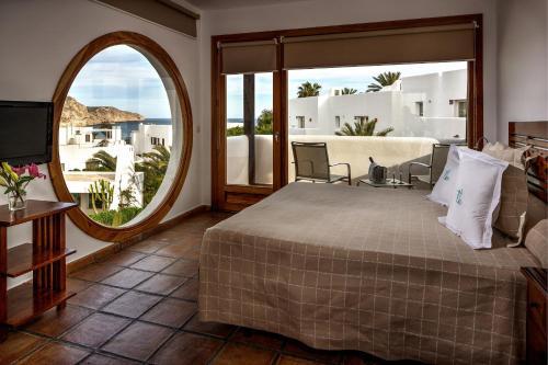 Habitación Doble Superior con vistas al mar y bañera de hidromasaje Boutique Hotel El Tio Kiko 8