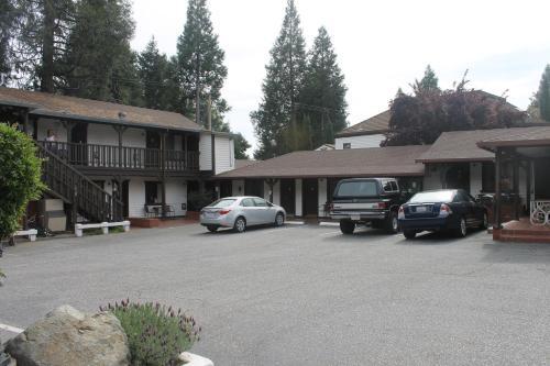 Coach N Four - Grass Valley, CA 95945